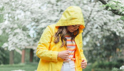 【GU・ユニクロ・ワークマン】雨の日コーデに最適なレインコートはどれ?